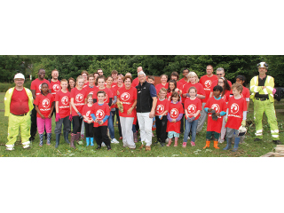 Vauxhall Volunteers get to work at Dell Farm